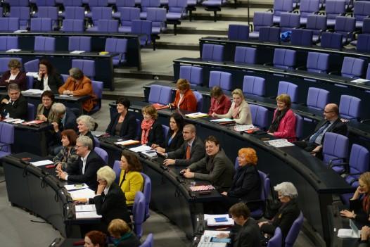Das Plenum bei der Rede der Familienministerin Manuela Schwesig