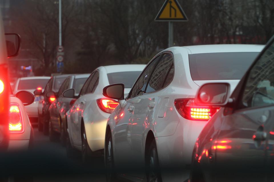 Autos_Stau_Verkehr
