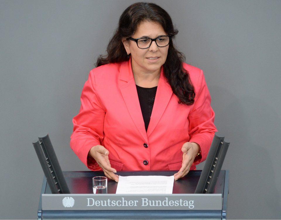 Gülistan Yüksel, SPD, Bundestagsabgeordnete, Abgeordnete, Mitglied Deutscher Bundestag, MdB, Rede, 182. Sitzung, Top 36, Thema: Neuregelung des Mutterschutzrechts. Rednerpult.