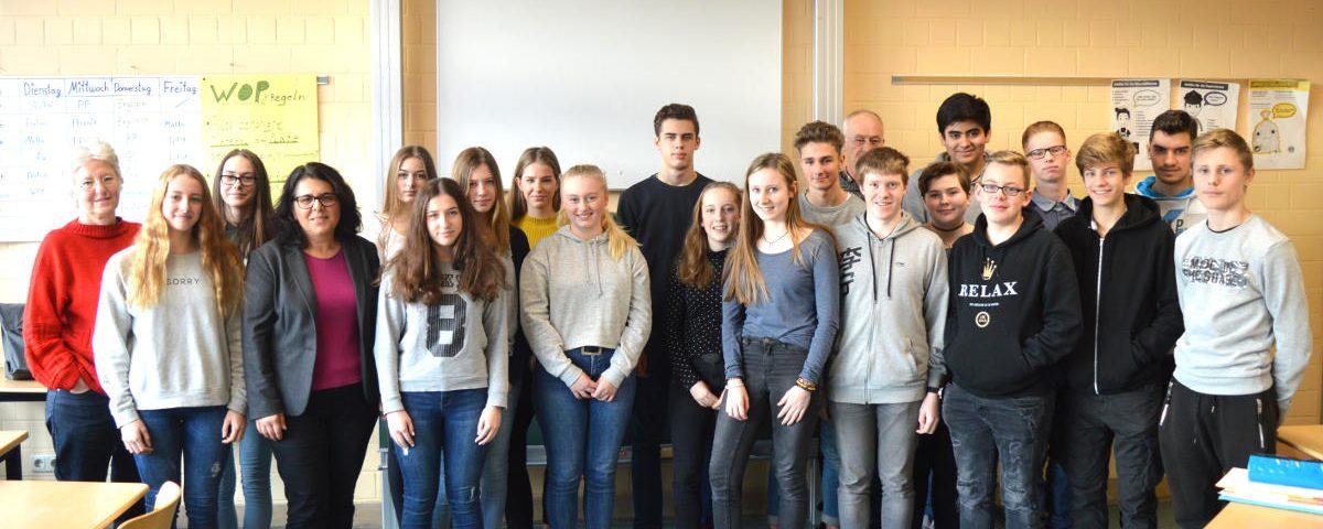 2018-01-12_PM Yüksel_MdB besucht 10c der Gesamtschule Rheydt-Mülfort_BEARBEITET_KLEIN